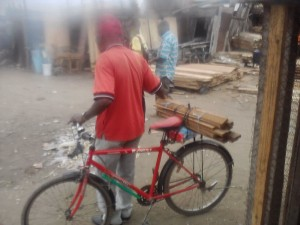 "Usager du vélo à Abidjan ""Crédit photo : Christ Koffi"