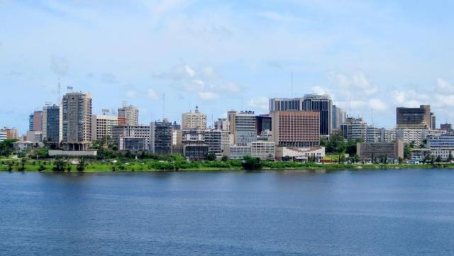 Vue du Plateau, quartier d'affaire d'Abidjan de RyansWorld / commons wikimedia.org